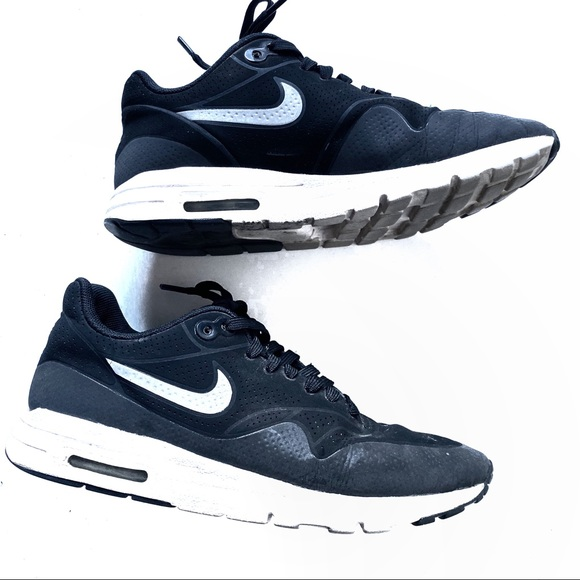 air max 1 black and white ultra moire